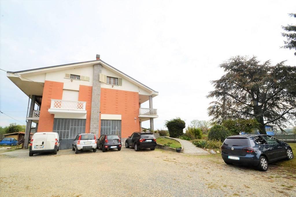 Appartamento in buone condizioni arredato in affitto Rif. 8849899