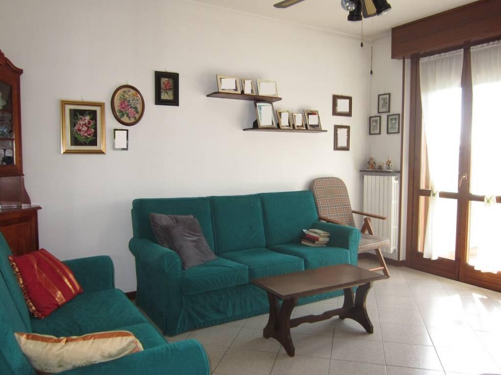 Appartamento in buone condizioni in vendita Rif. 8155436