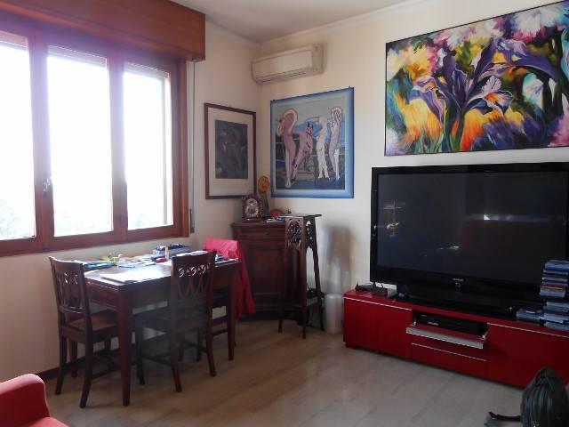 Appartamento in buone condizioni in vendita Rif. 8155182