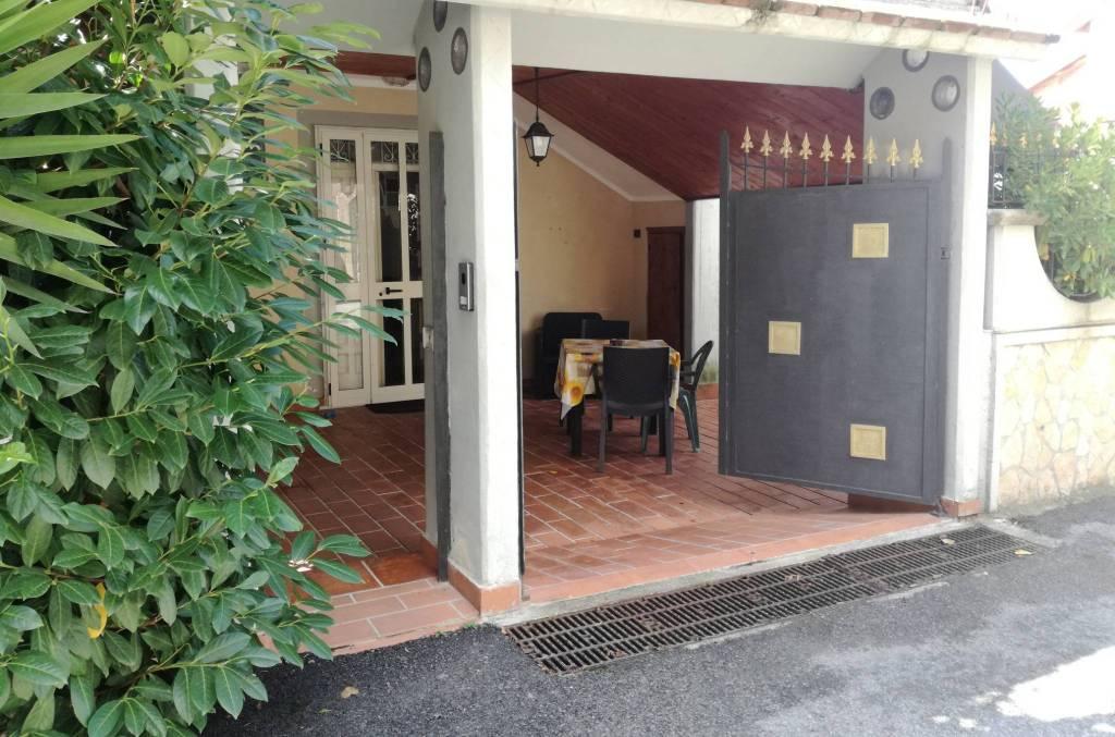 Appartamento in buone condizioni in vendita Rif. 8155549