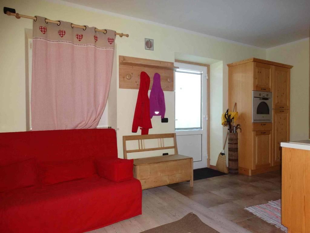 Appartamento parzialmente arredato in vendita Rif. 7583692