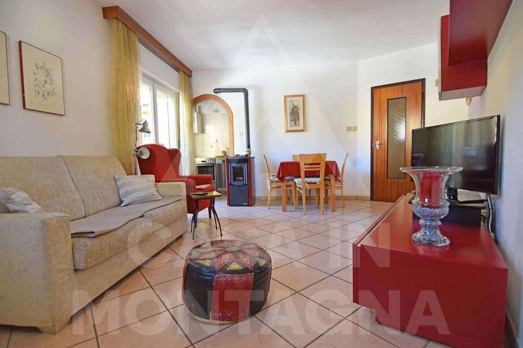 Appartamento in buone condizioni arredato in affitto Rif. 8271452