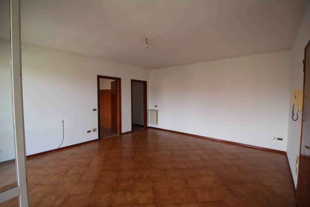 Appartamento in buone condizioni in vendita Rif. 8153700