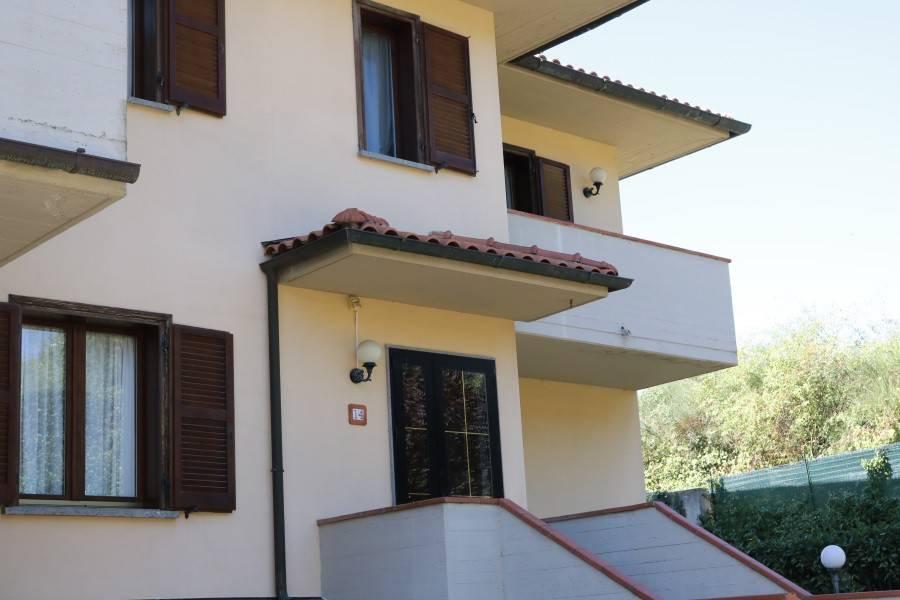 Villa in buone condizioni parzialmente arredato in vendita Rif. 8151434