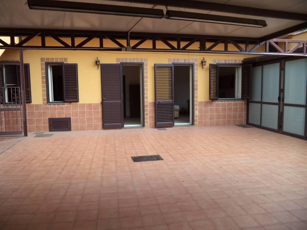 La Punta, affitto 4 vani semiarredato con terrazzo e P.A.