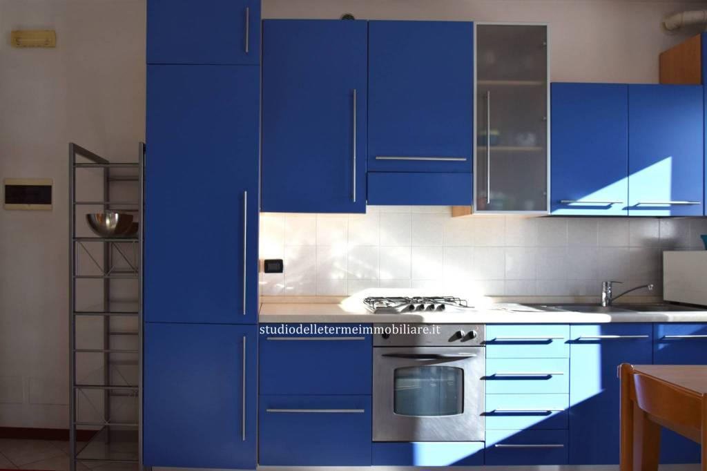 Appartamento in ottime condizioni parzialmente arredato in vendita Rif. 8155065