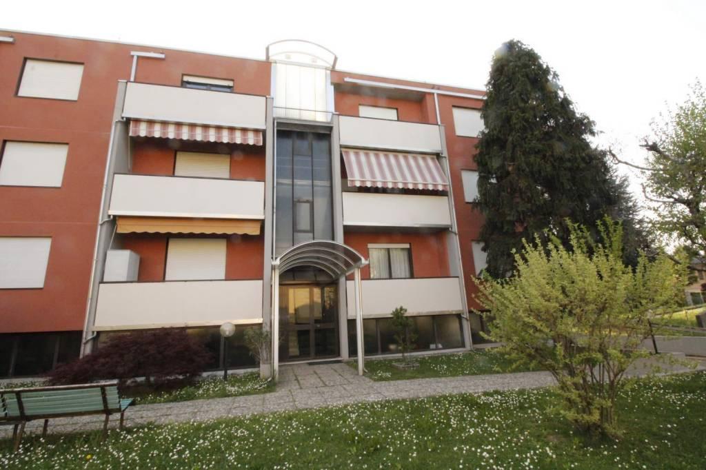 Appartamento in ottime condizioni arredato in vendita Rif. 8150907