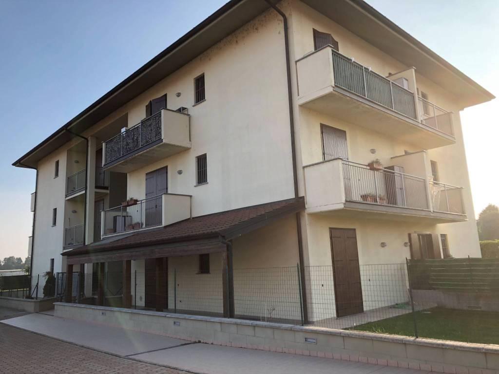 Appartamento in ottime condizioni in vendita Rif. 8157357