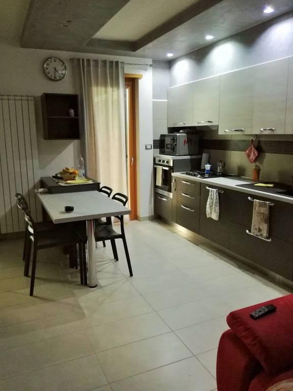 Appartamento parzialmente arredato in affitto Rif. 8154934