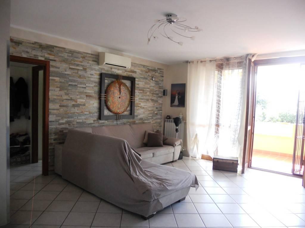 Appartamento in buone condizioni parzialmente arredato in vendita Rif. 8157841