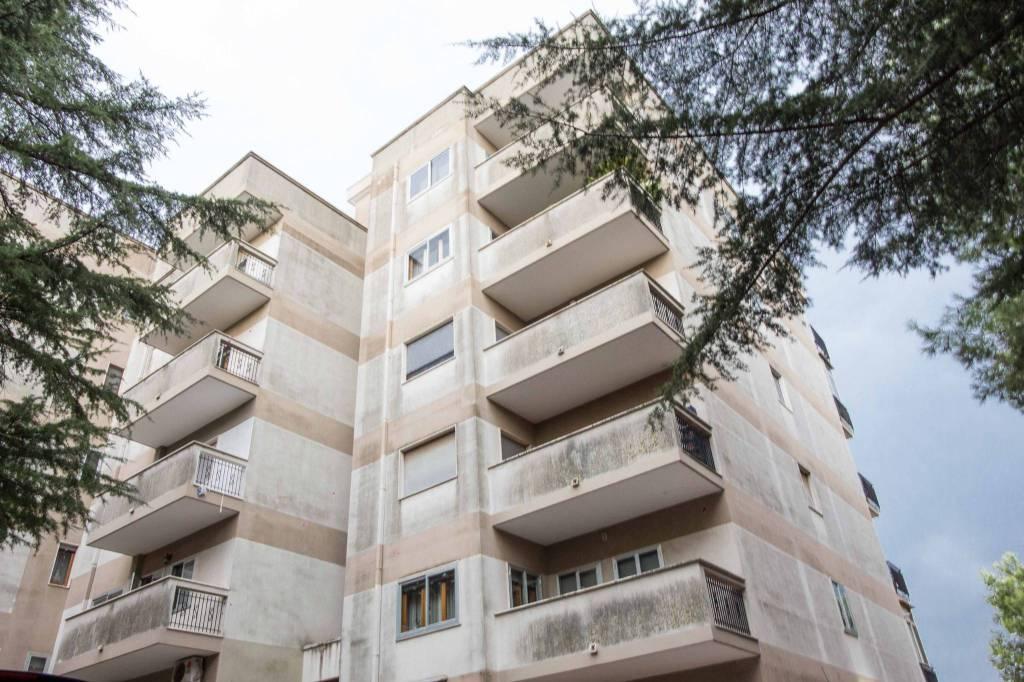 Appartamento in buone condizioni in vendita Rif. 8154696
