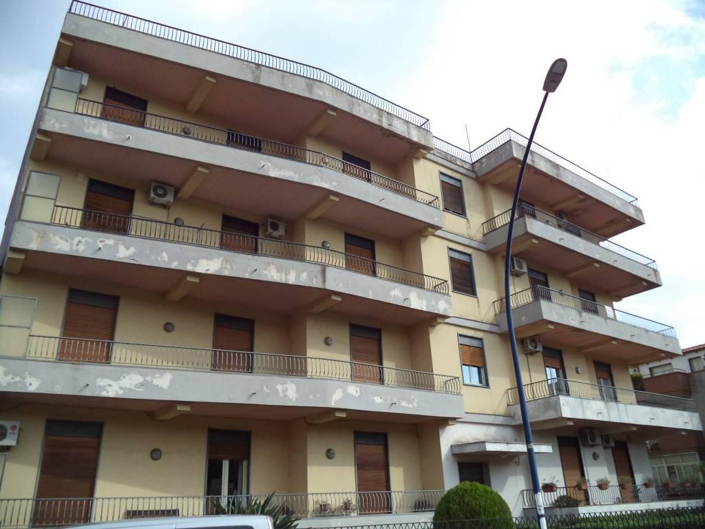 Appartamento in buone condizioni in vendita Rif. 8154597