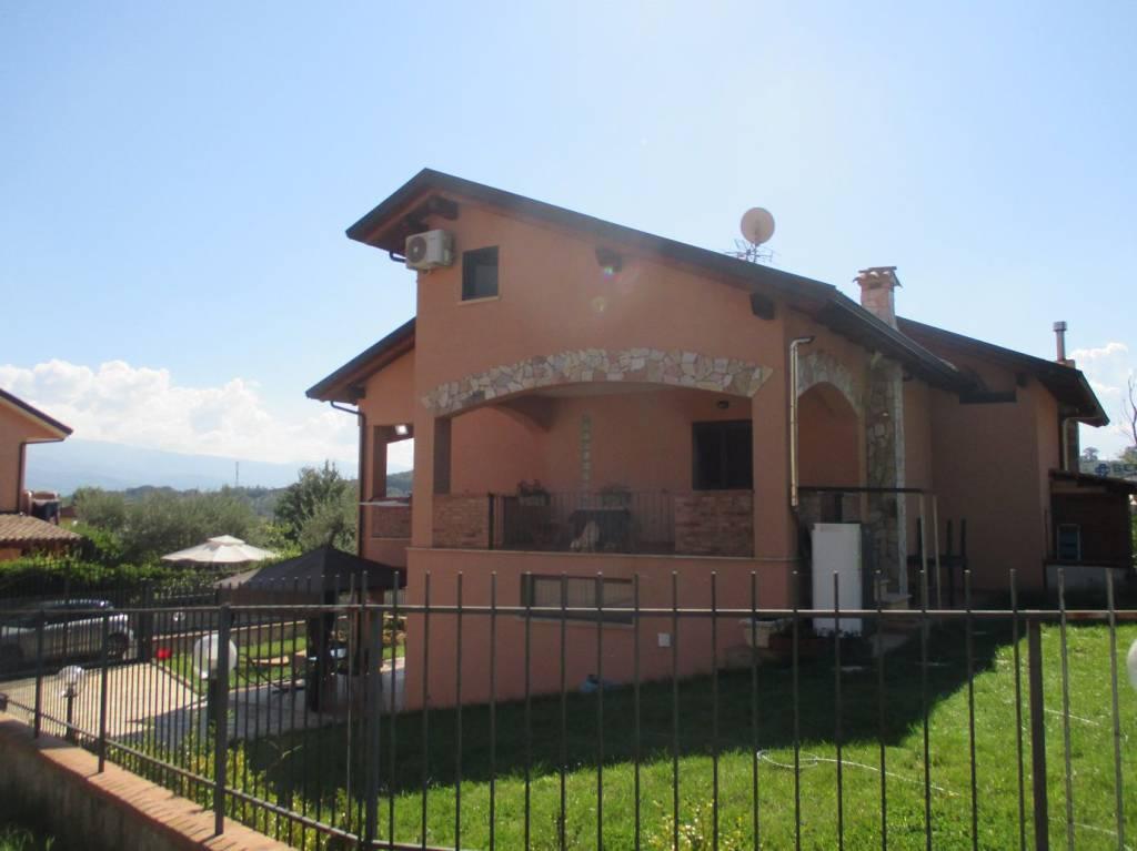 Villa in buone condizioni in vendita Rif. 8155764