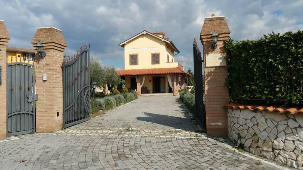 Villa in vendita a Genazzano, 6 locali, prezzo € 310.000 | CambioCasa.it