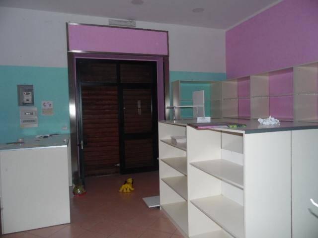 Locale commerciale Aversa Centro/Sud Rif. 8175424