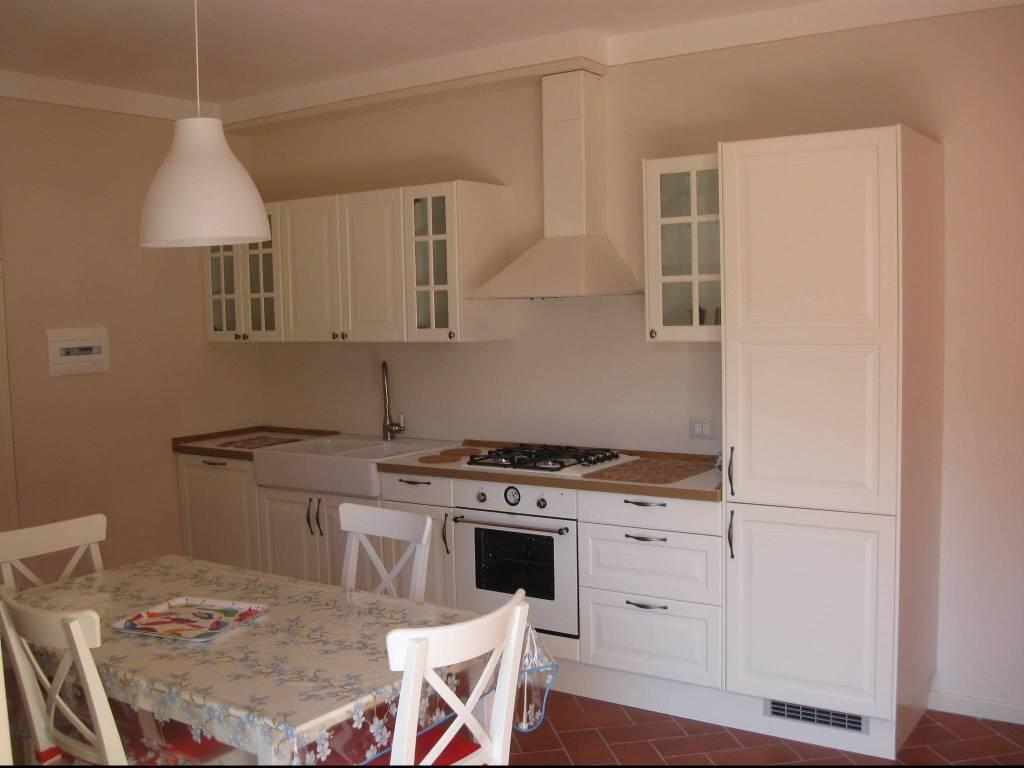 Appartamento in ottime condizioni arredato in affitto Rif. 8174634
