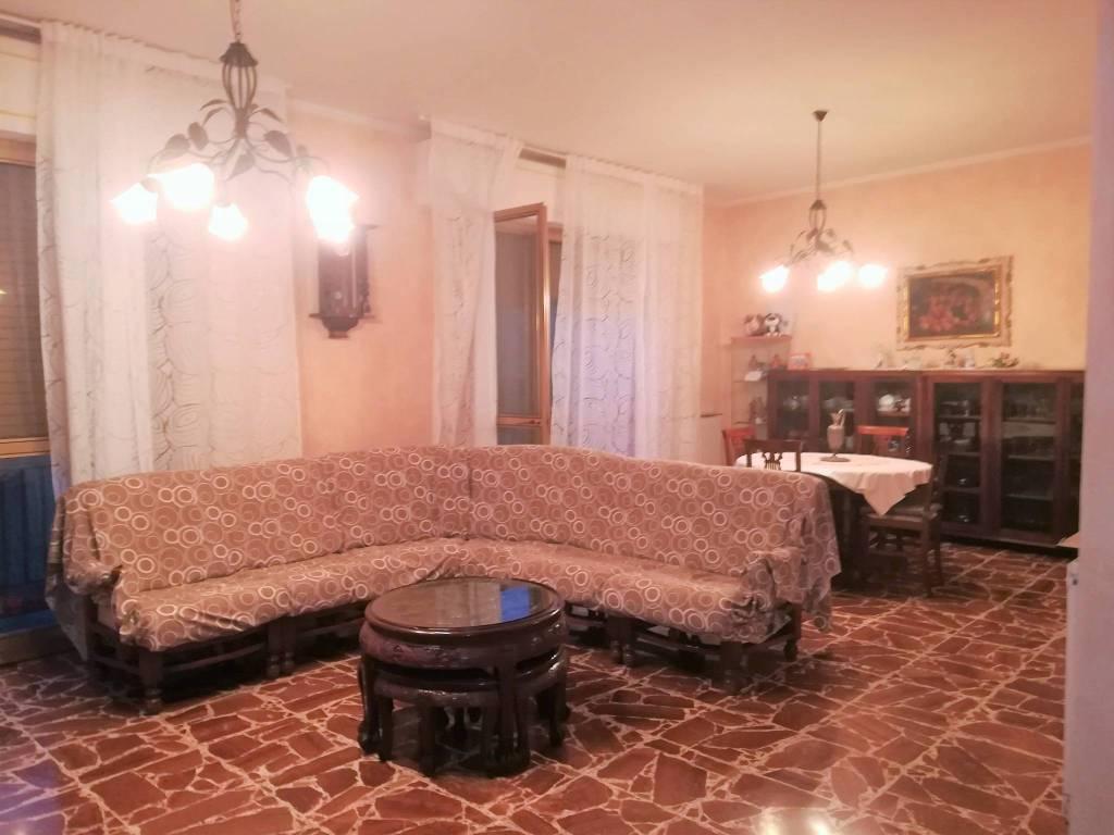 Appartamento in buone condizioni in vendita Rif. 8172199