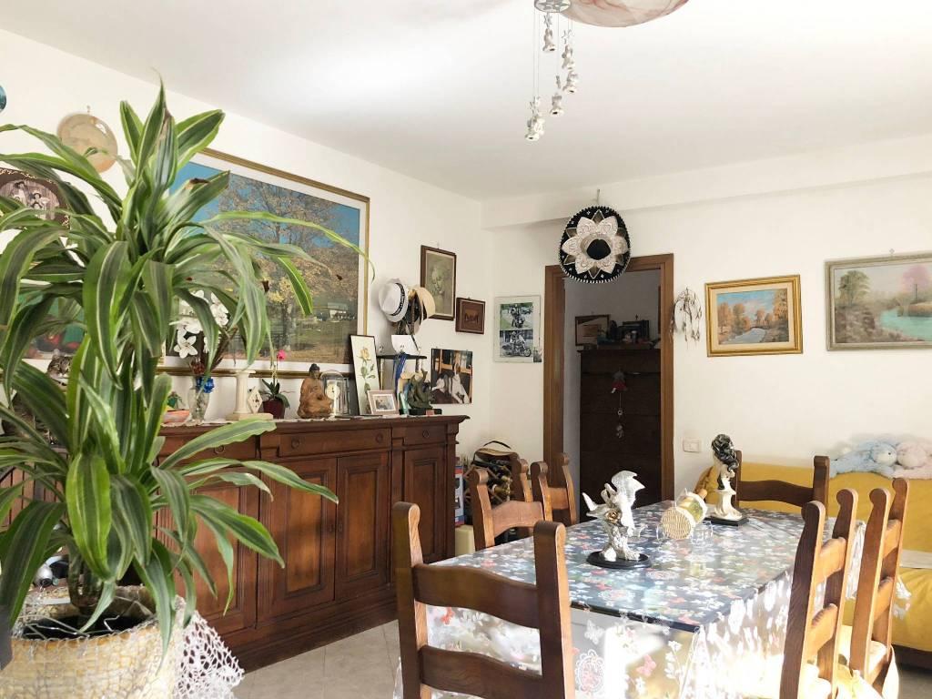Appartamento in buone condizioni in vendita Rif. 9259585