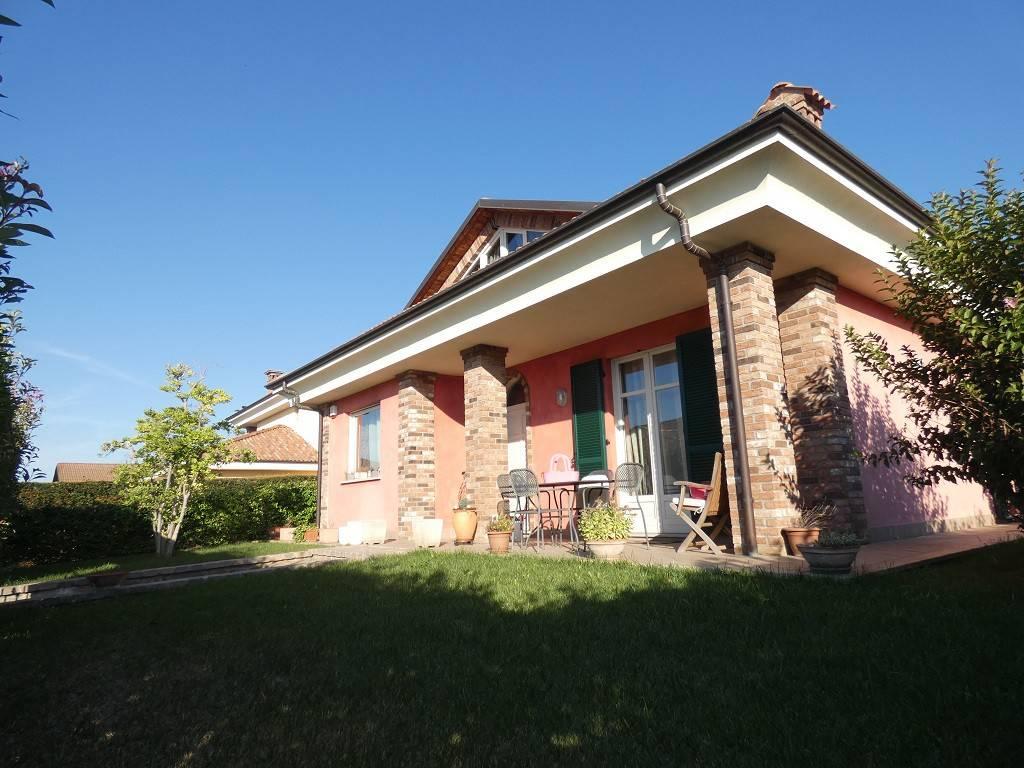 Villa in buone condizioni in vendita Rif. 8176572