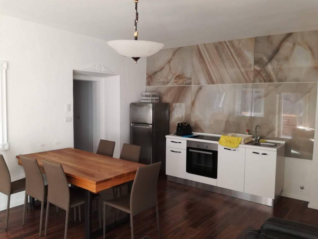 Appartamento in ottime condizioni arredato in vendita Rif. 7350016