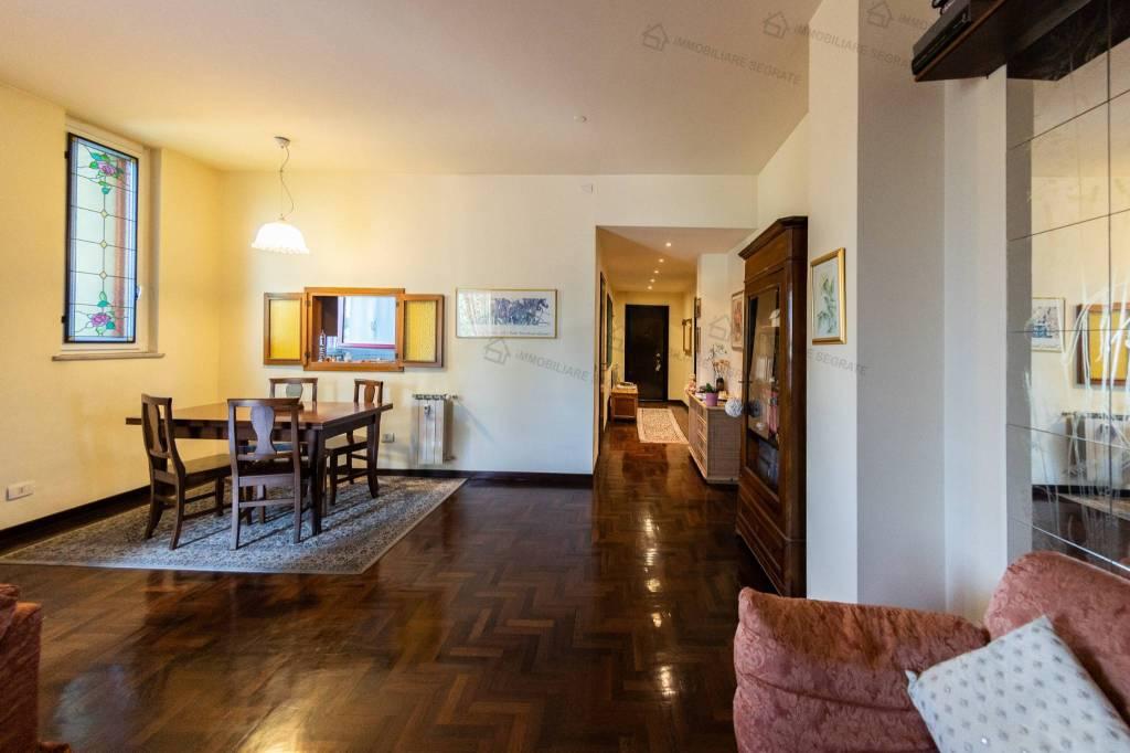 Appartamento in buone condizioni in vendita Rif. 7362817