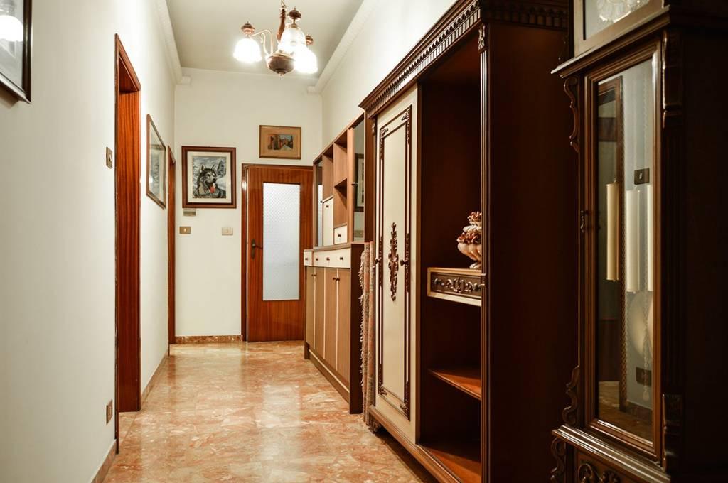 Appartamento in buone condizioni in vendita Rif. 8885605