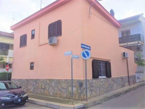 Appartamento in buone condizioni in vendita Rif. 8174633