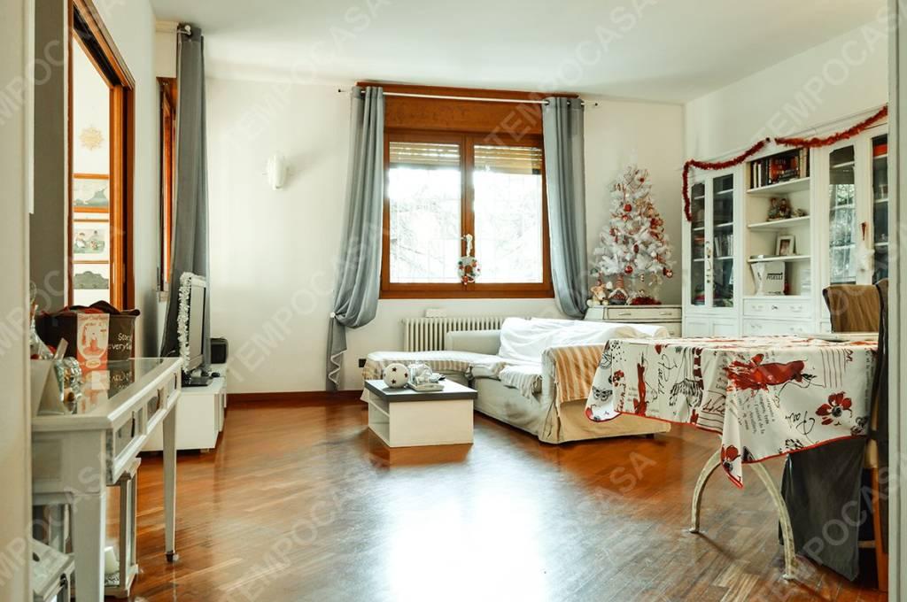 Appartamento in ottime condizioni in vendita Rif. 8885603