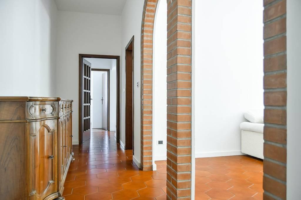 Appartamento in ottime condizioni arredato in vendita Rif. 8885619