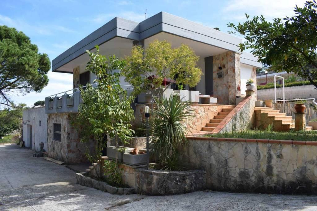 Villa 5 locali in vendita a Martina Franca (TA)