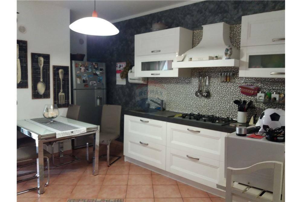 Appartamento in ottime condizioni in vendita Rif. 8173164
