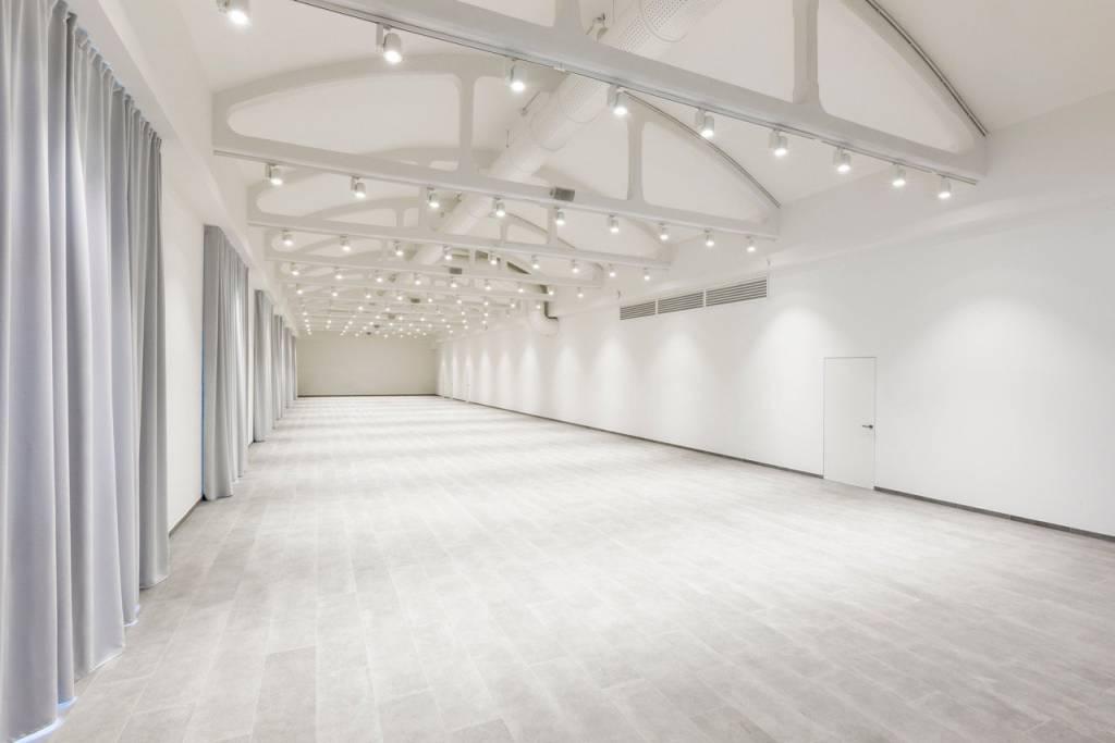 Show Room in Affitto a Milano 25 Cassala / Famagosta / Lorenteggio / Barona: 1 locali, 400 mq