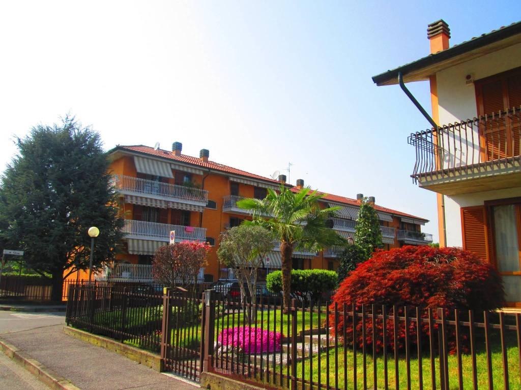 Appartamento in buone condizioni parzialmente arredato in vendita Rif. 8171028