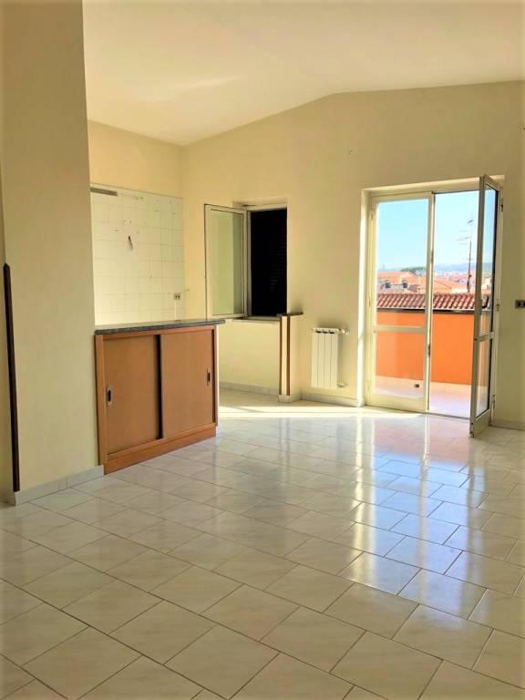 Appartamento in ottime condizioni in affitto Rif. 8176129