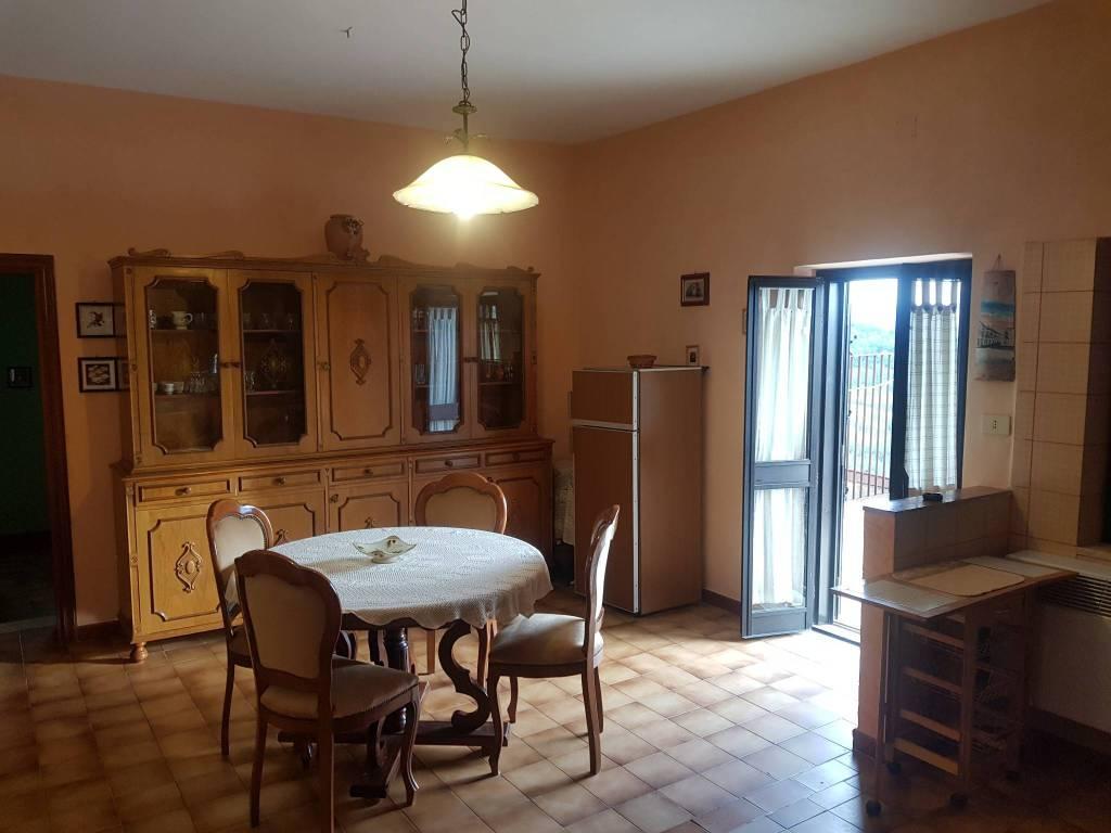 Appartamento in buone condizioni arredato in affitto Rif. 8170919
