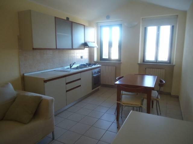 Appartamento in ottime condizioni arredato in affitto Rif. 8170472