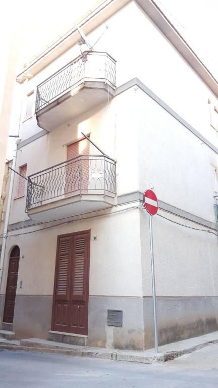 Appartamento in buone condizioni in vendita Rif. 8170229