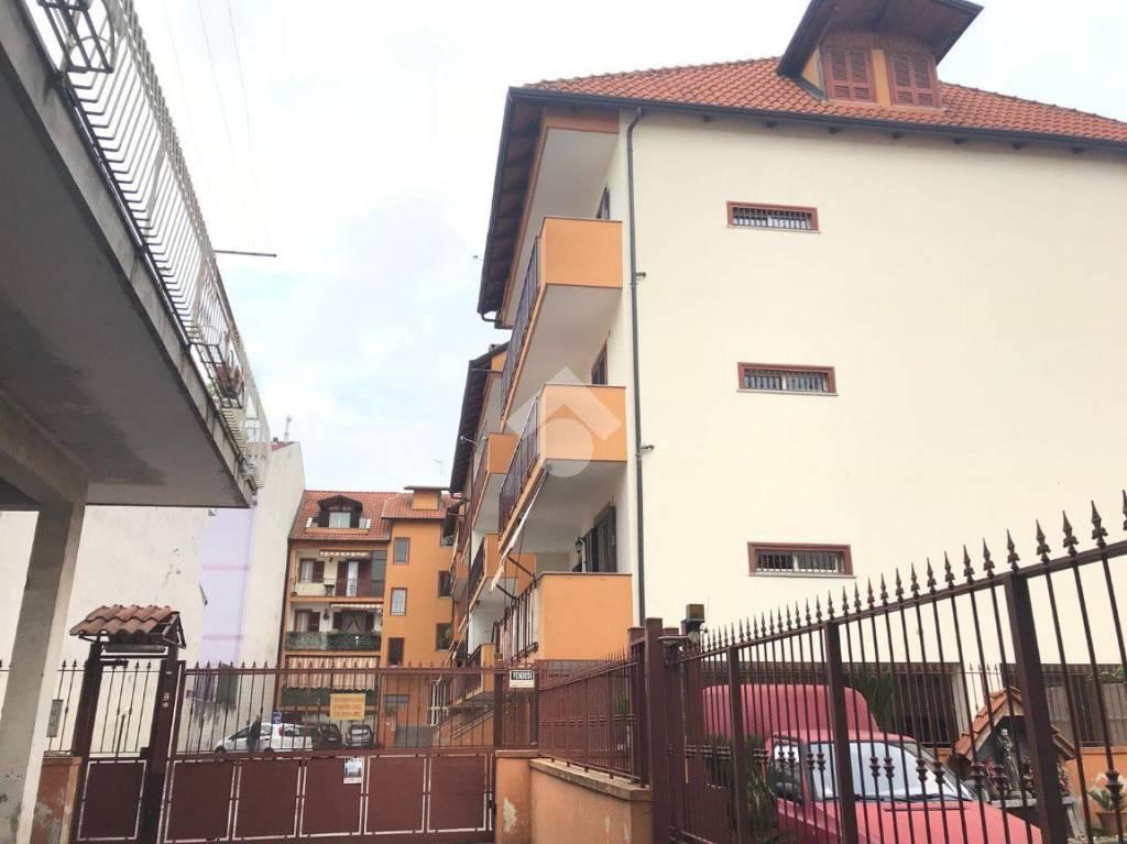 Appartamento in buone condizioni in vendita Rif. 9226309