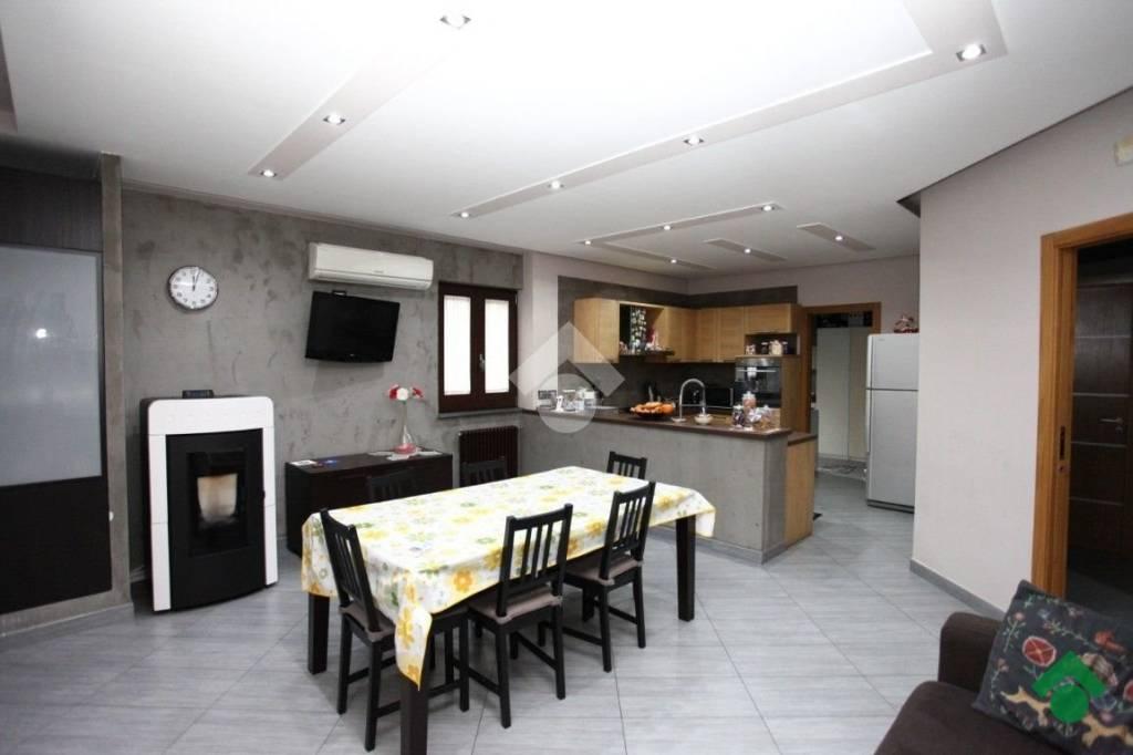 Appartamento in ottime condizioni in vendita Rif. 9226311