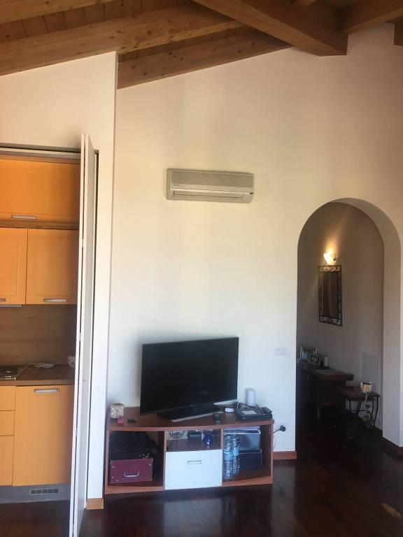 Appartamento in ottime condizioni arredato in vendita Rif. 8189984