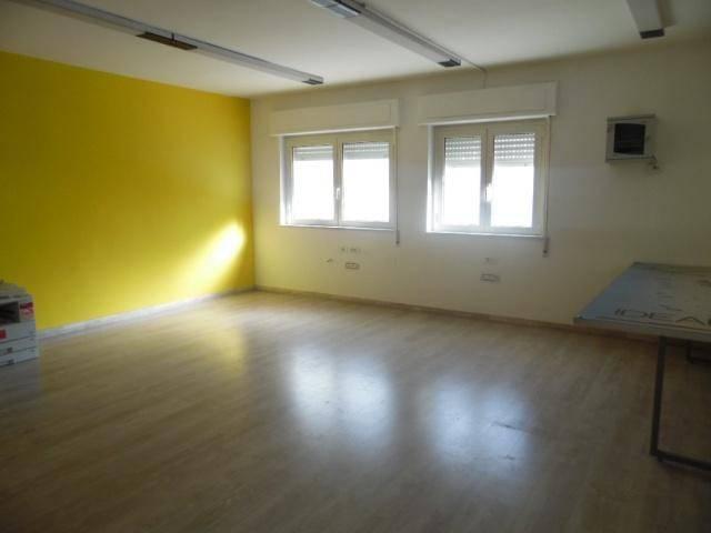 Ufficio / Studio in vendita a Aversa, 1 locali, prezzo € 60.000 | CambioCasa.it