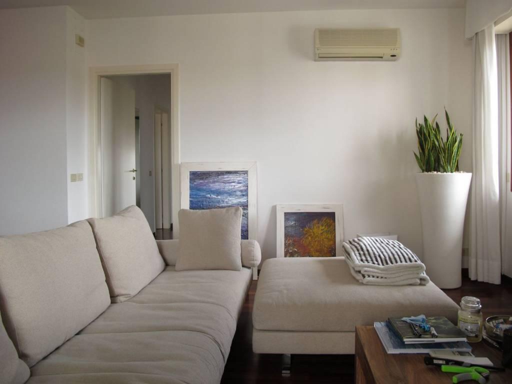 Appartamento parzialmente arredato in affitto Rif. 8185685