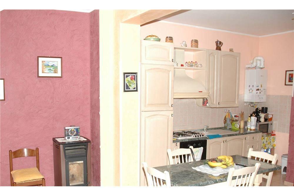 Appartamento in buone condizioni in vendita Rif. 8190963