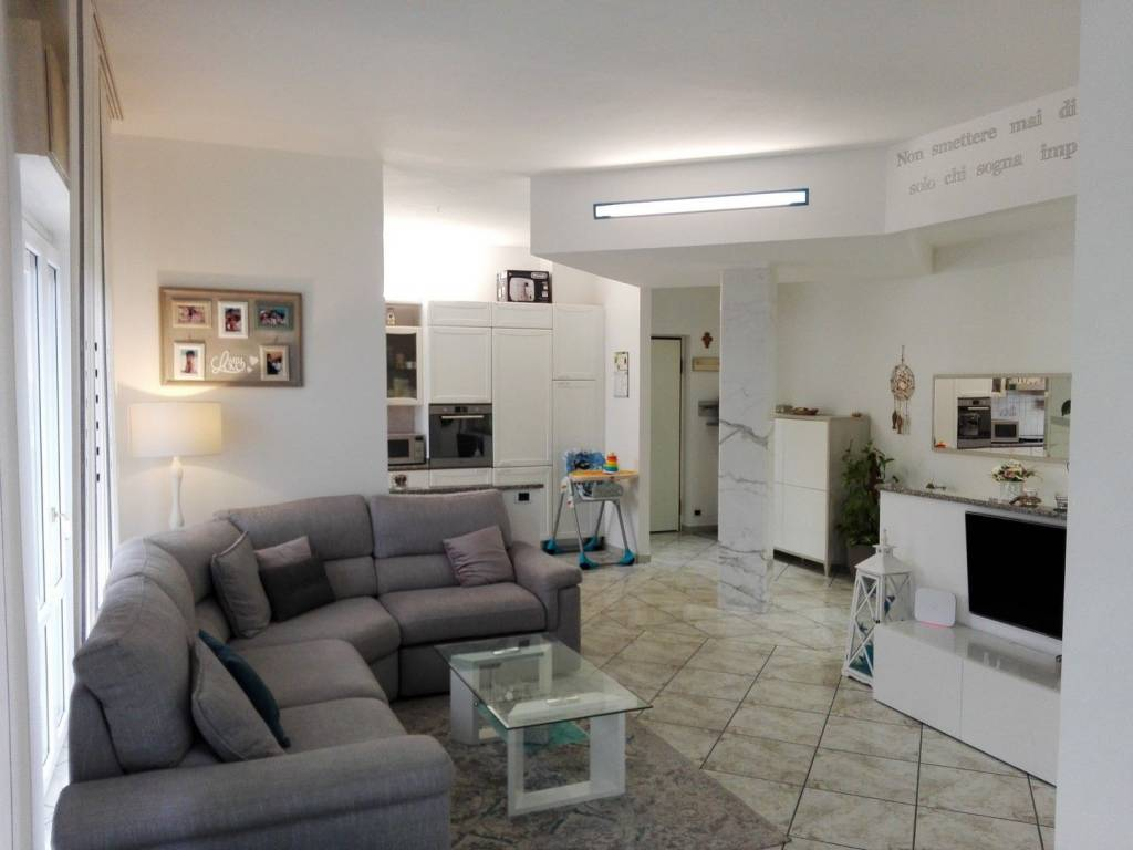 Appartamento in ottime condizioni in vendita Rif. 8189222