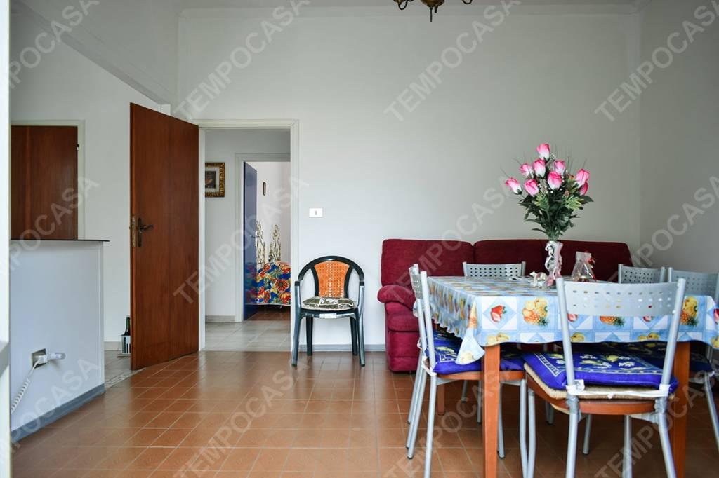 Appartamento in buone condizioni in vendita Rif. 8885626