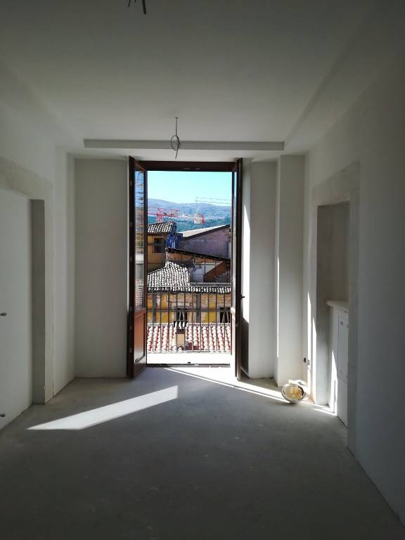 Appartamento in ottime condizioni in affitto Rif. 8190406