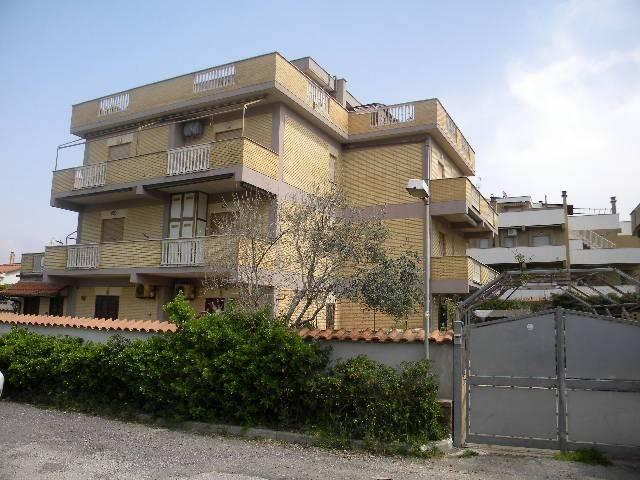 Appartamento in buone condizioni arredato in affitto Rif. 8186785