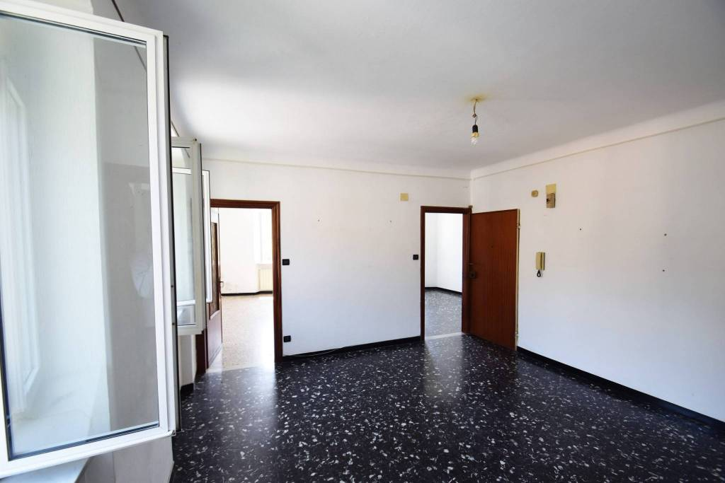 Appartamento in buone condizioni in affitto Rif. 8185909