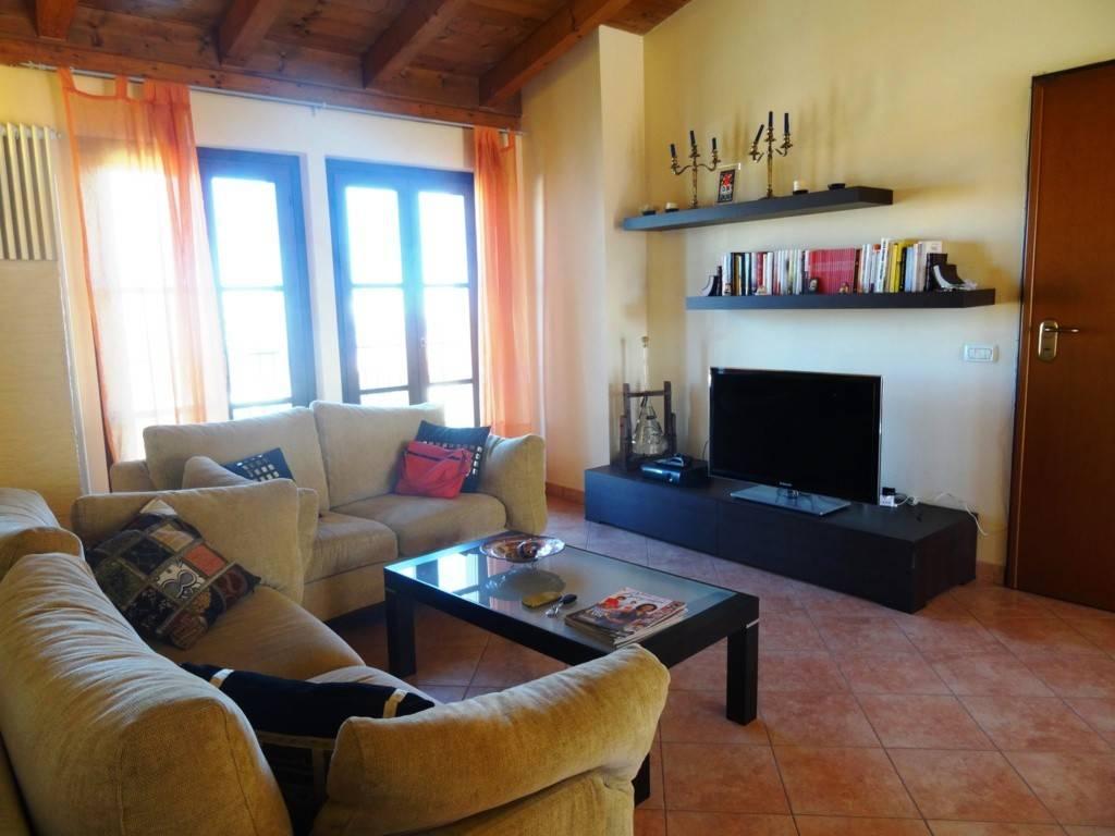 Appartamento in ottime condizioni parzialmente arredato in vendita Rif. 8185346