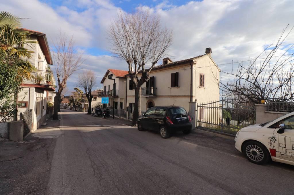 Casa Indipendente in buone condizioni parzialmente arredato in vendita Rif. 8191190